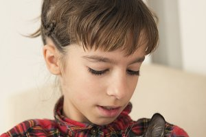 10 year old girl with her cat.