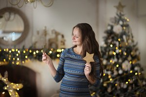 pregnant with stars near christmas