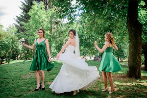 Bride and bridesmaids in green dress