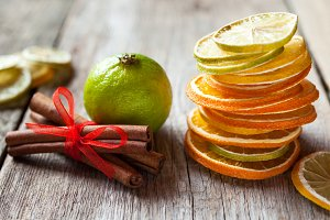 Citrus fruit slices and cinnamon