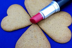 Lipstick and gingerbread cookies
