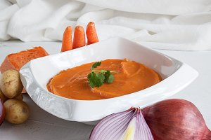 Mashed potatoes with onions carrots