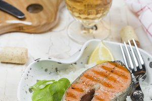 Grilled salmon and white wine