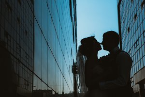 silhouette Wedding couple on background mirror buildings