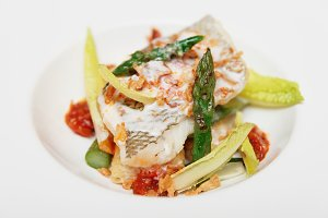 Grilled fish with asparagus
