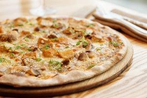 Pizza with porcini mushrooms