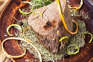 Stew meat with spice