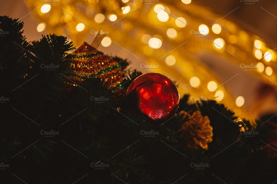 Beautiful decorated Christmas tree background with bauble and xmas ...