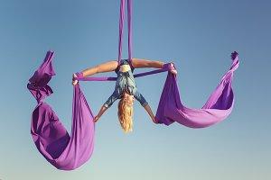 Air acrobat spread his wings.