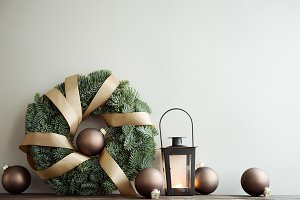 Wreath and balls Christmas deco