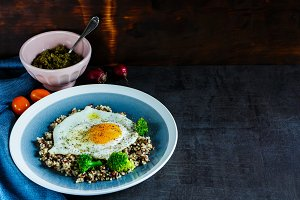 Quinoa, broccoli and egg bowl