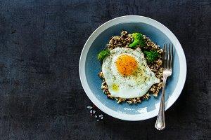 Quinoa, broccoli and egg bowl