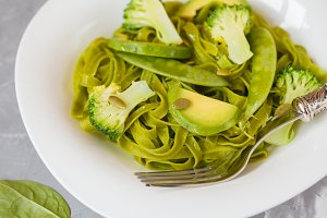 Healthy spinach pasta with broccoli