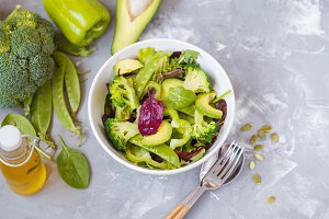Green dietary vegetable salad