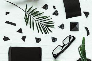 Desktop. black style, 2018. phone, tablet, purse, glasses