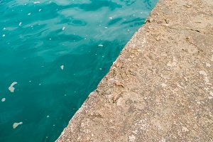 Diagonal between water and a stone plate