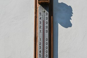 Wall thermometer. A device for measuring the ambient air tempera