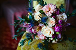 Beautiful colorful wedding bouquet o