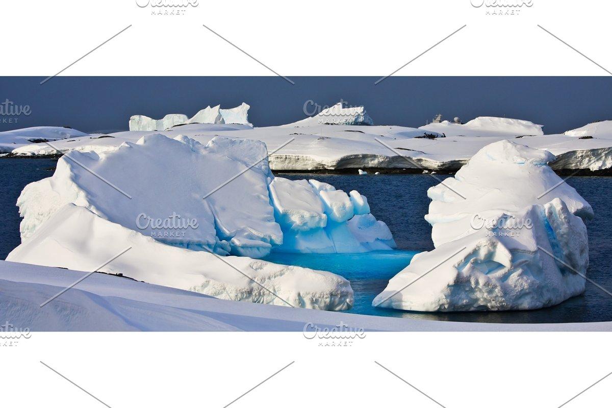 Huge iceberg in Antarctica in Graphics