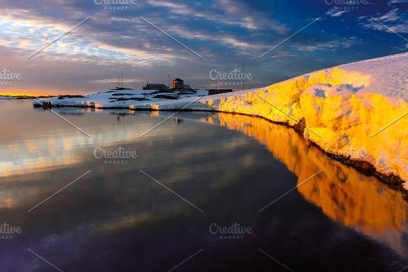 Antarctic glacier in Graphics