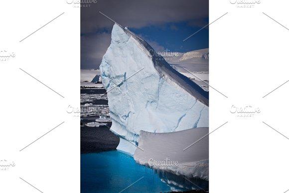 Antarctic iceberg in Graphics