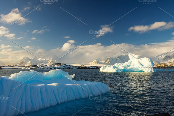 Antarctic glacier in Graphics