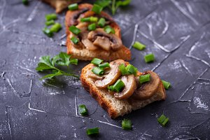 Crostini with mushrooms and green onion.