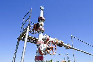 Oil well wellhead equipment. Hand valve with handwheel for opening and closing the flow line.