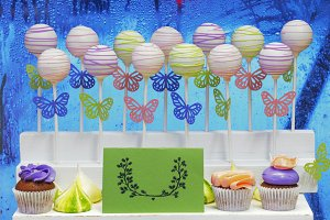 cake-pops on sticks