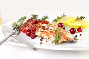 Grilled salmon with lemons