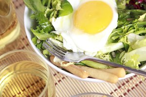 Lettuce salad with fried egg