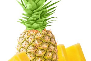 One whole pineapple and pieces