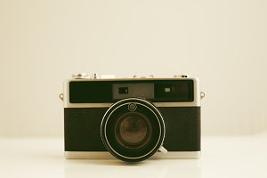 Old photographic camera focusing in