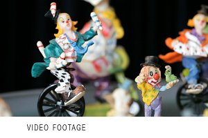 Clowns statuettes.