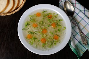 Chicken vermicelli soup with green
