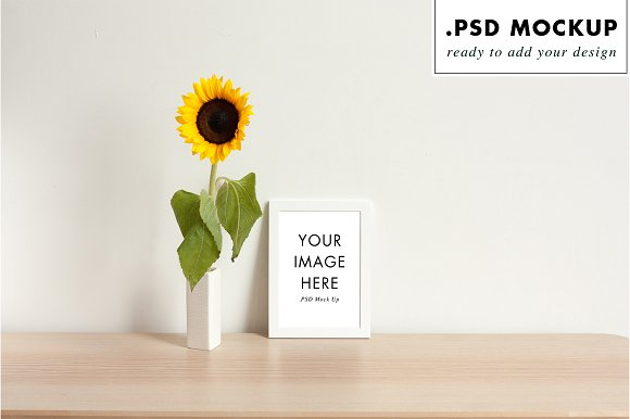 Frame mockup & flower vase
