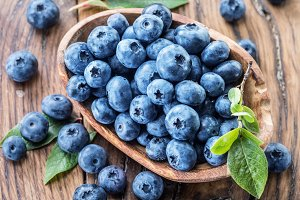 Blueberries on the wooden bowl.