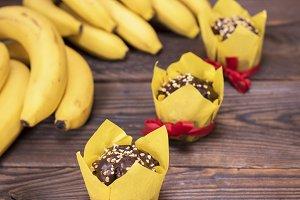banana muffins and fresh bananas