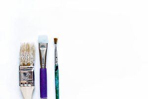 Paintbrushes white desktop