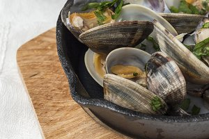 Clams in white wine sauce