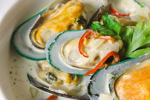 Shellfish mussels in cream sauce.