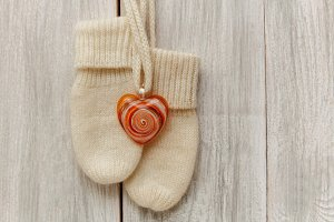 Knitted woolen mitten