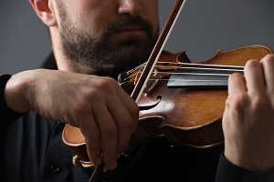 Musician man playing the violin