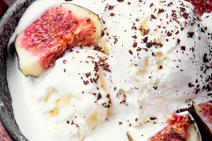 summer ice cream with figs