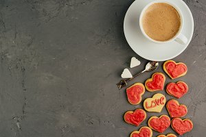 Strong and fragrant coffee with fresh biscuits in the glaze for those who love.