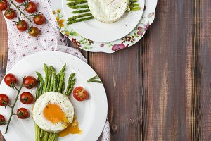 green asparagus with fried eggs