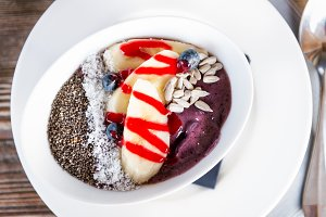 Blueberry, Banana and Maca Smoothie Bowl