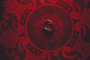 Classy golden wedding rings