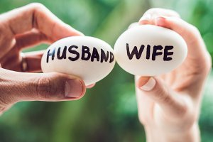 Eggs with inscriptions wife and husband. The conflict between husband and wife