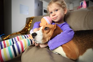 Girl hugs her beagle